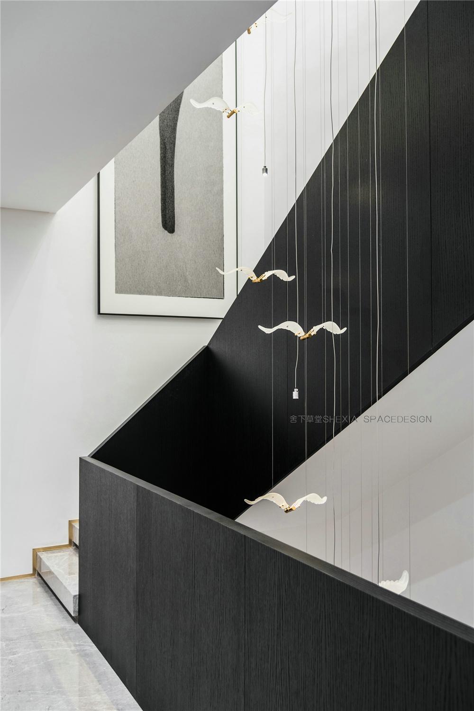 轻奢别墅楼梯空间装修设计效果图