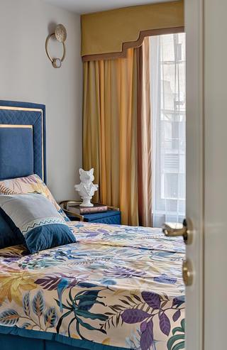 轻奢风四居室装修卧室窗帘设计图