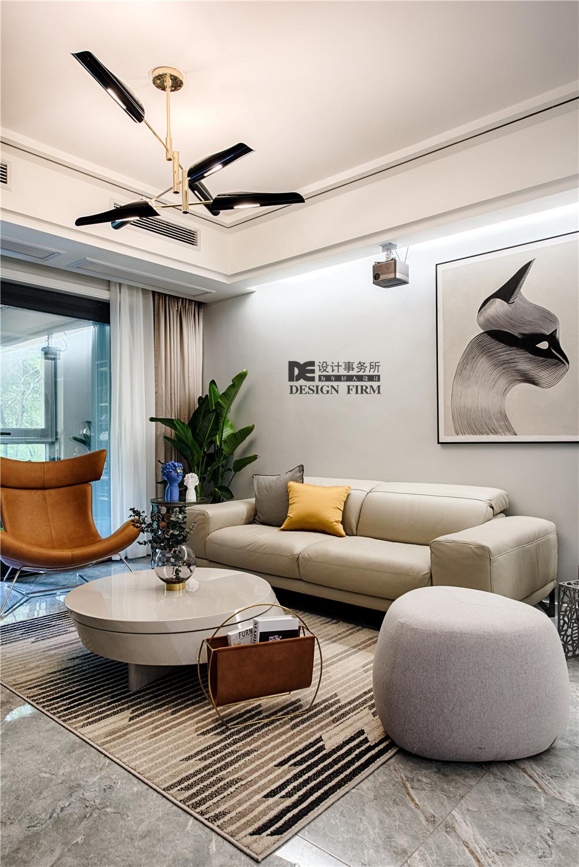现代风二居装修客厅吊灯设计
