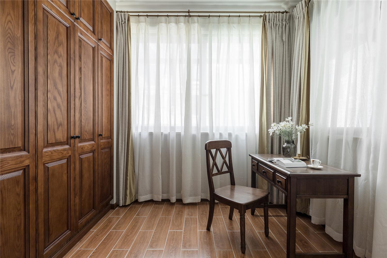 美式风格别墅卧室阳台装修效果图
