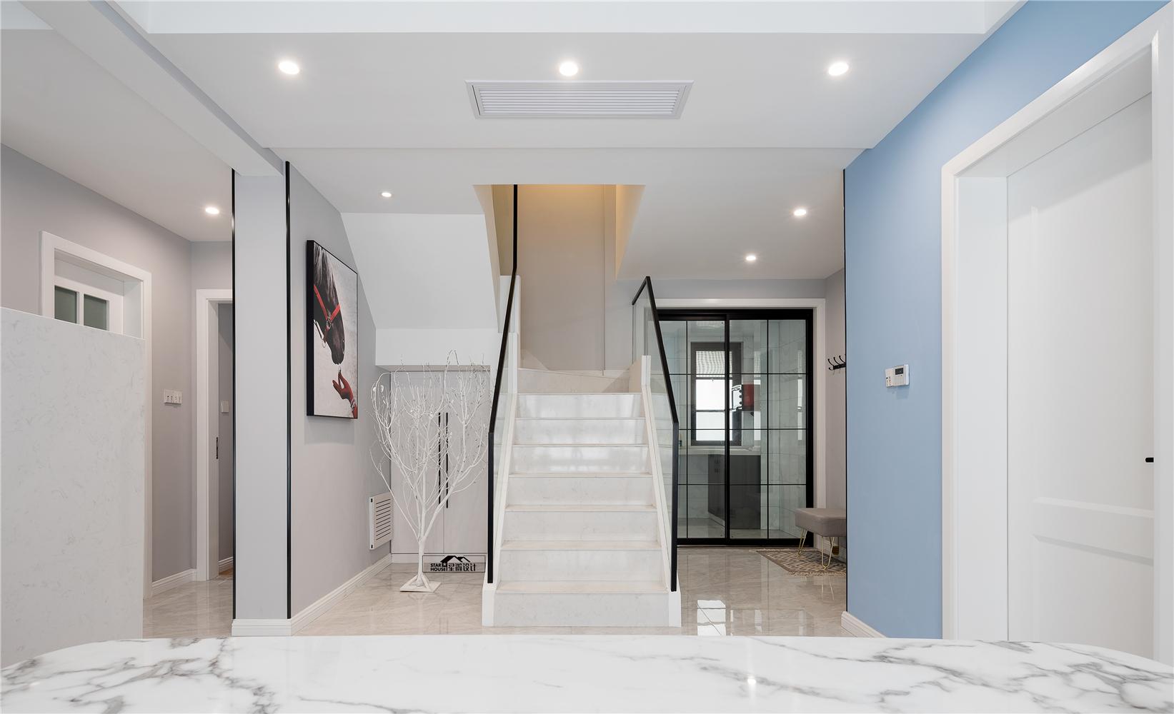 现代简约风格复式装修楼梯效果图