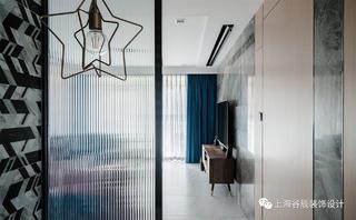 120平三居室装修玻璃隔断设计