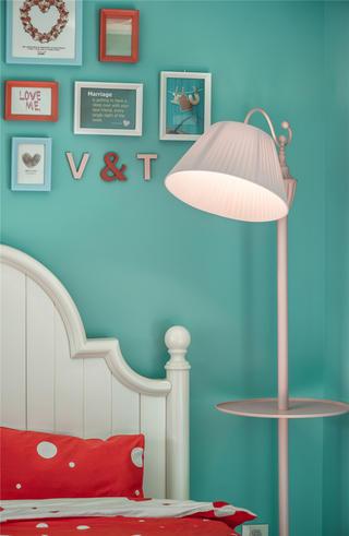 现代混搭三居室装修落地灯设计