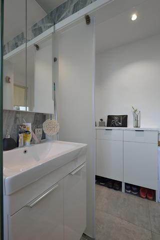 70平二居室装修洗手台设计