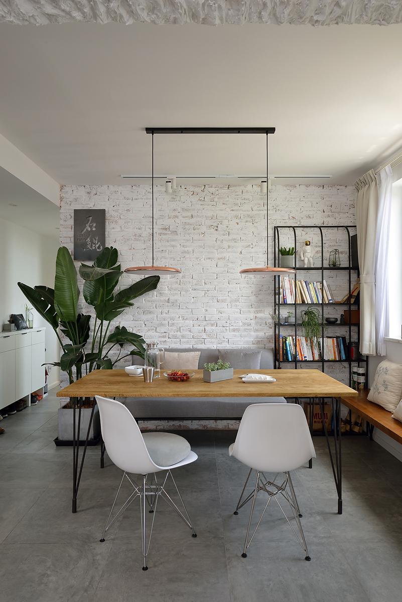 70平二居室餐厅背景墙装修效果图