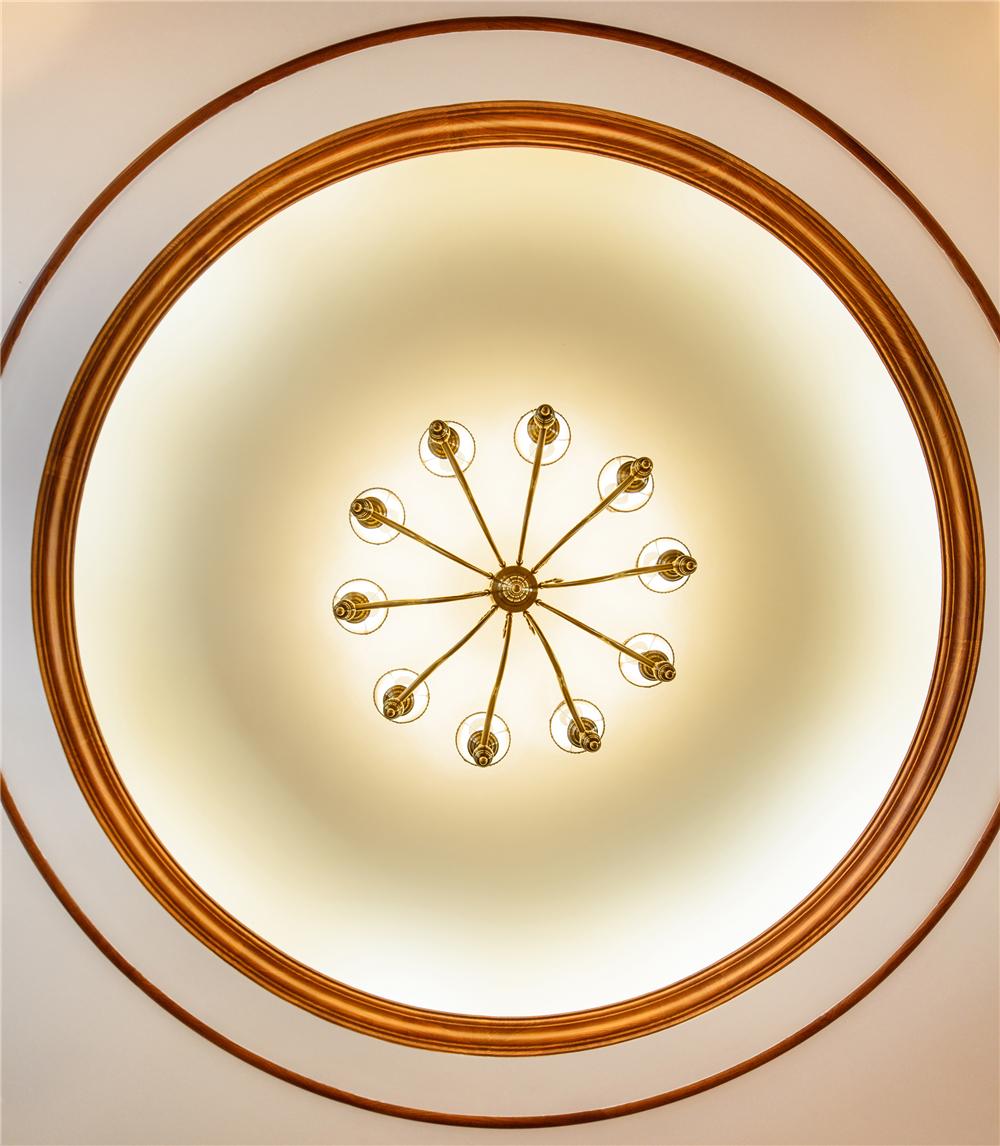 美式风格四居客厅吊顶装修效果图