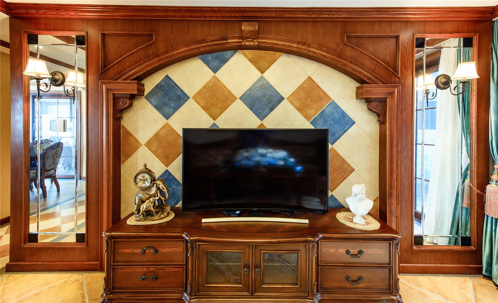美式风格四居电视背景墙装修效果图