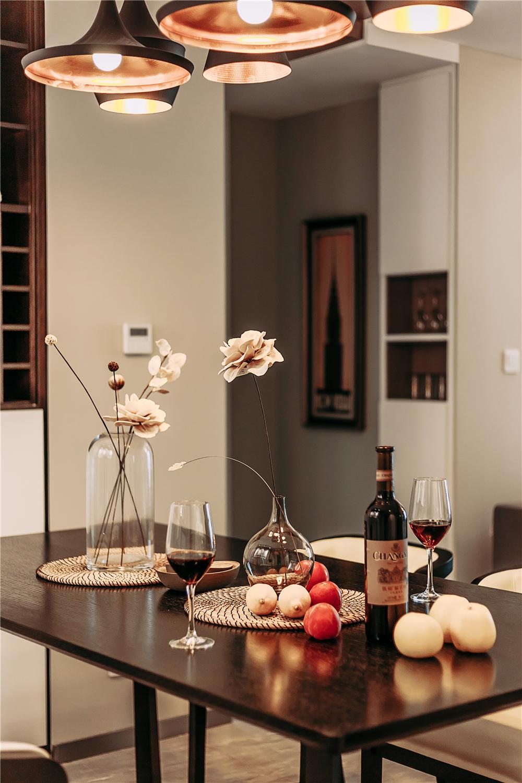 混搭风格三居室装修餐厅小景