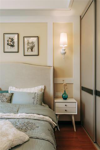 混搭风格三居室装修卧室一角