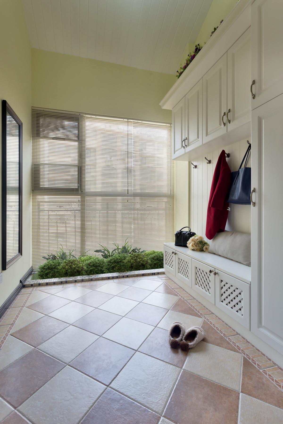 现代美式复式装修门厅效果图