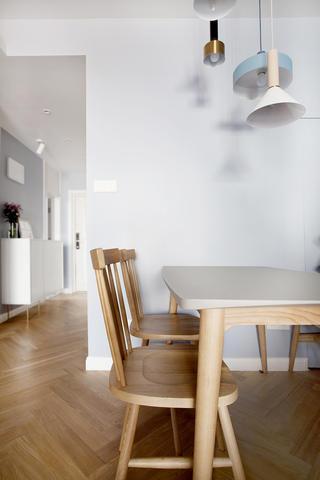 120平三居室装修餐桌椅设计