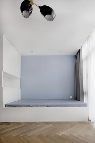 120平三居室装修地台床设计