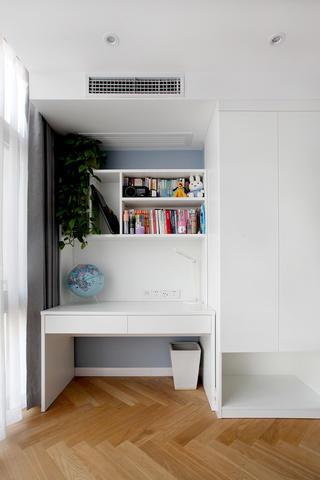 120平三居室装修书桌设计