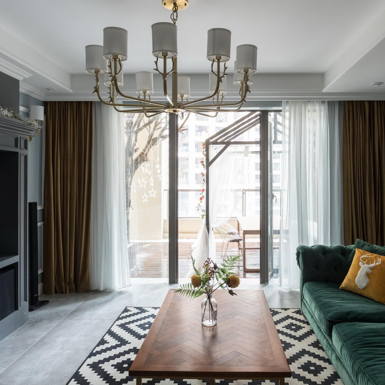 170平美式风格装修客厅吊灯设计