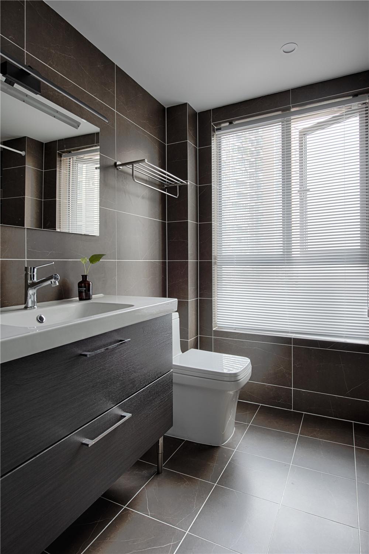 现代三居卧室卫生间装修效果图