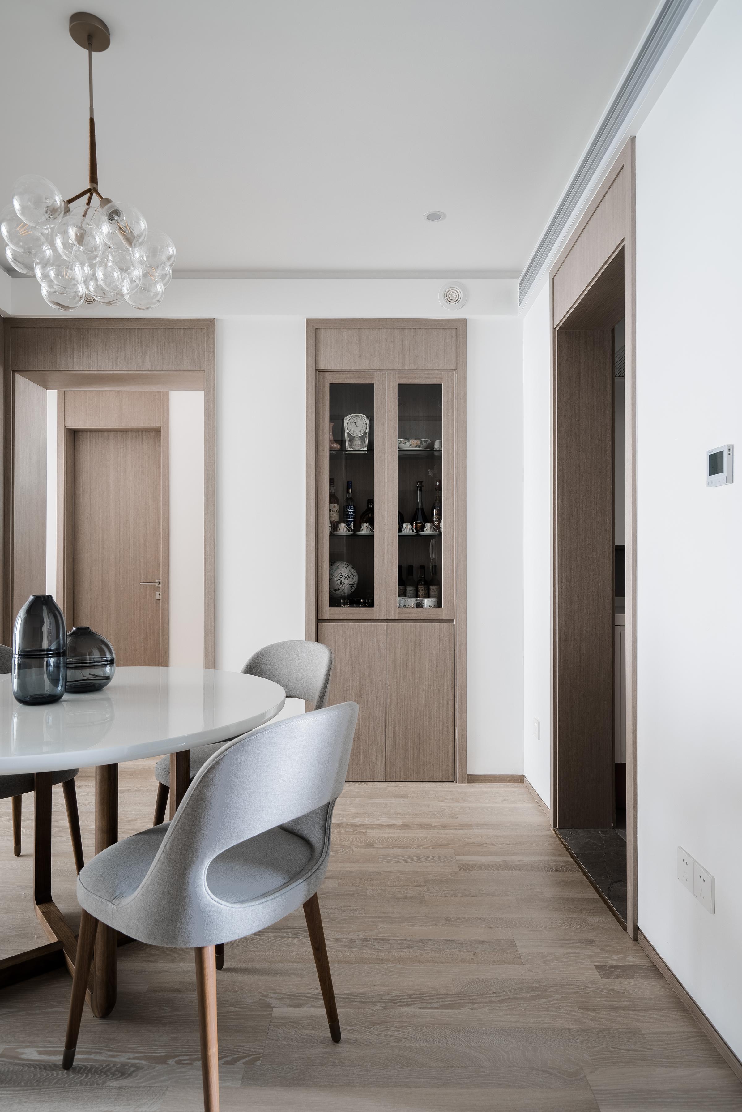 现代简约风格两居装修餐厅酒柜设计