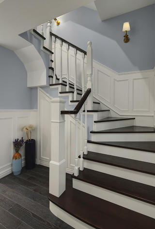 美式风格别墅楼梯装修效果图