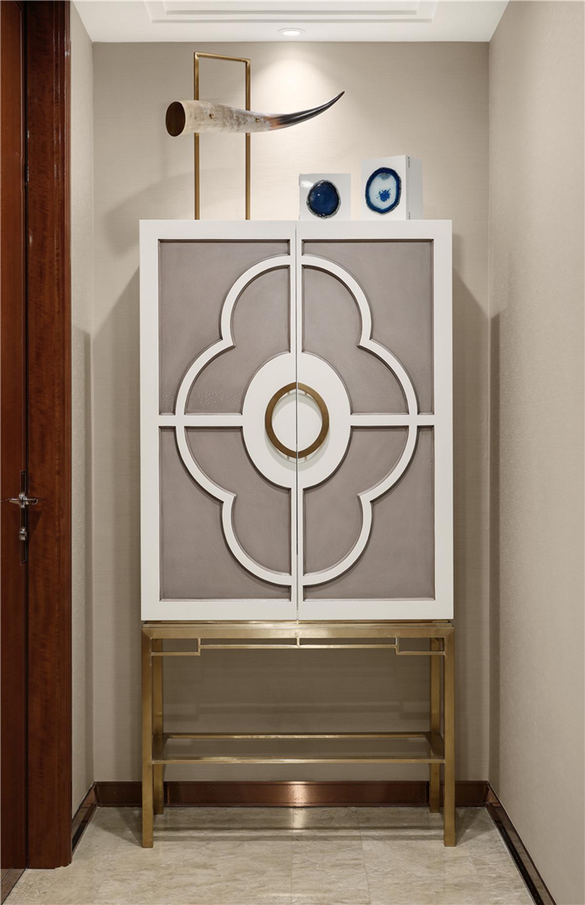 新古典轻奢风装修边柜设计