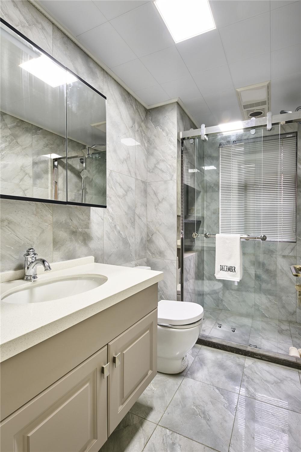 轻奢风三居室卫生间装修效果图