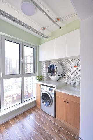 日式北欧三居室阳台装修效果图