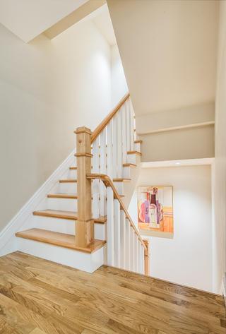 美式风别墅楼梯装修效果图