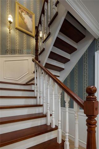 大户型复式美式楼梯装修效果图