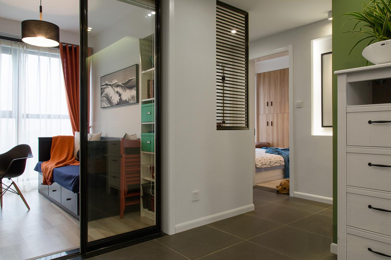 104平米三居室装修过道设计