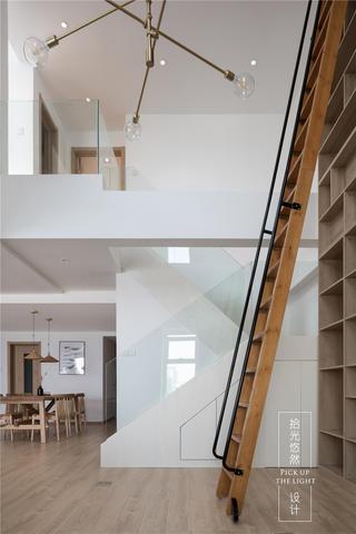 现代简约复式装修楼梯效果图