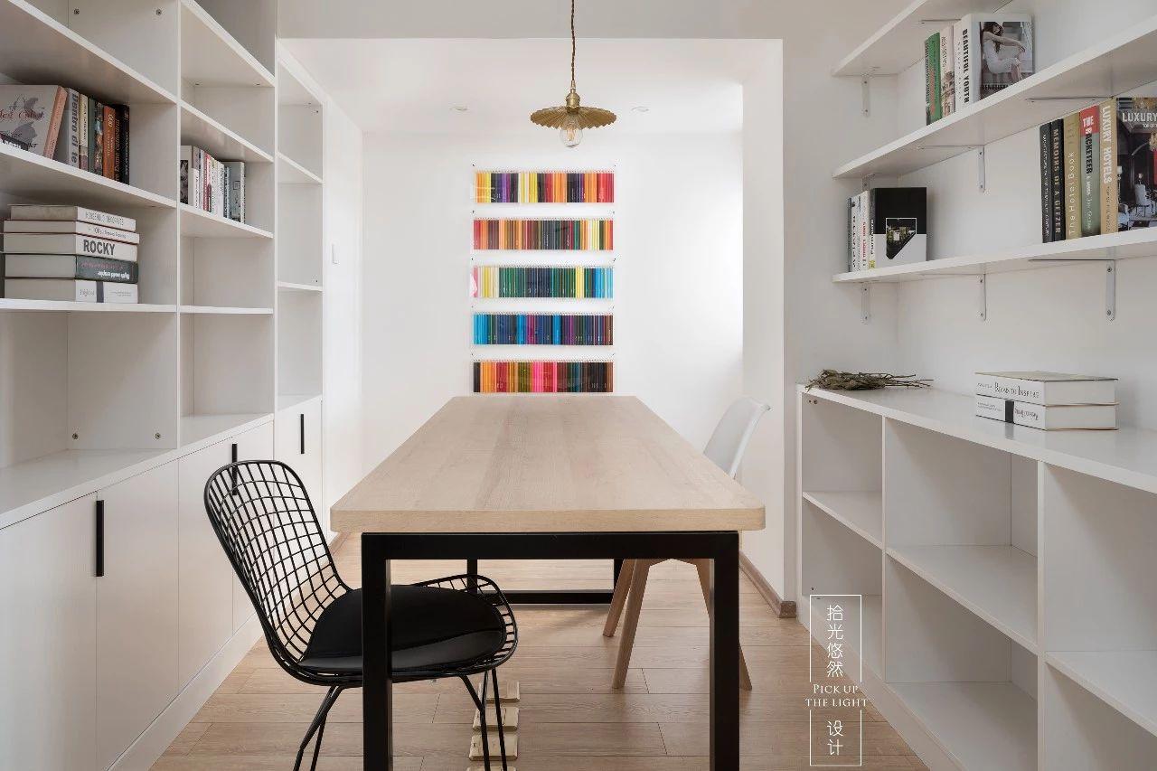 现代简约复式装修书房效果图