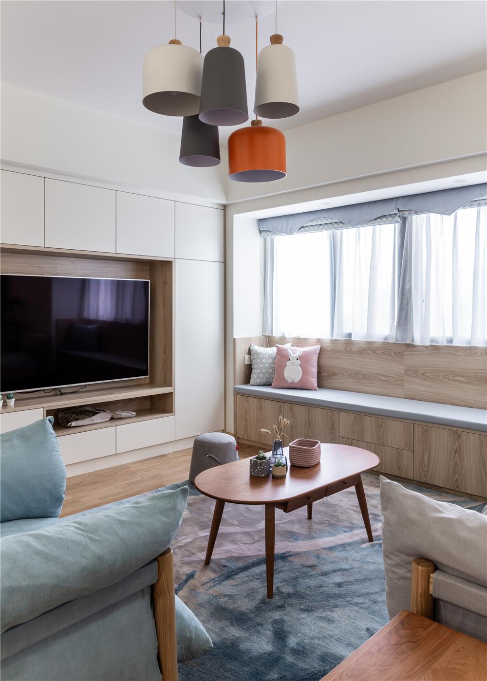 北欧风三居装修客厅吊灯设计