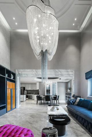 大户型现代混搭风装修客厅水晶吊灯设计