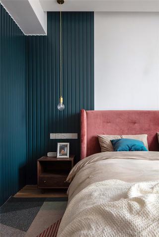 128平米三居室装修床头特写