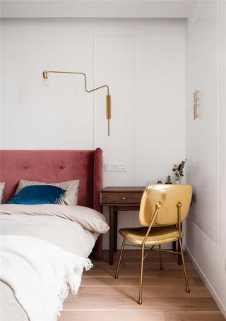 128平米三居室装修床头一角