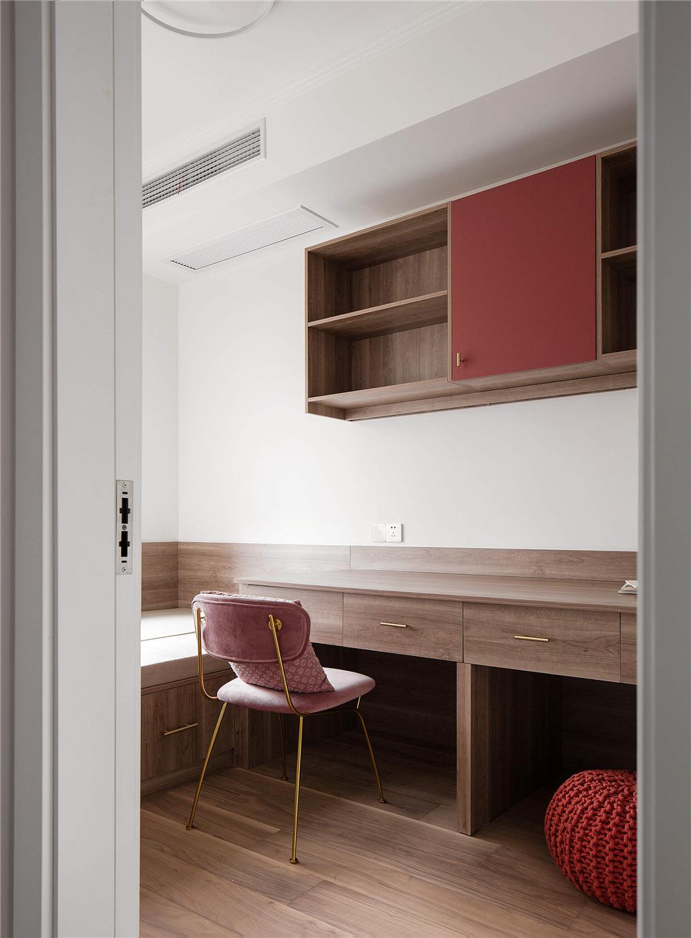 128平米三居室书房装修效果图