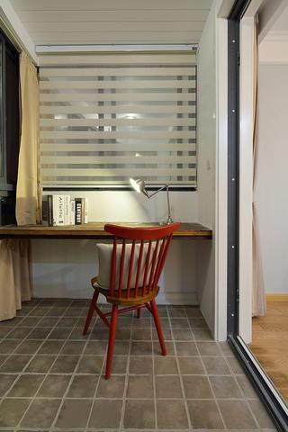 简美风格两居装修阳台工作区设计
