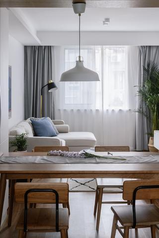 北欧风格二居装修餐桌椅设计