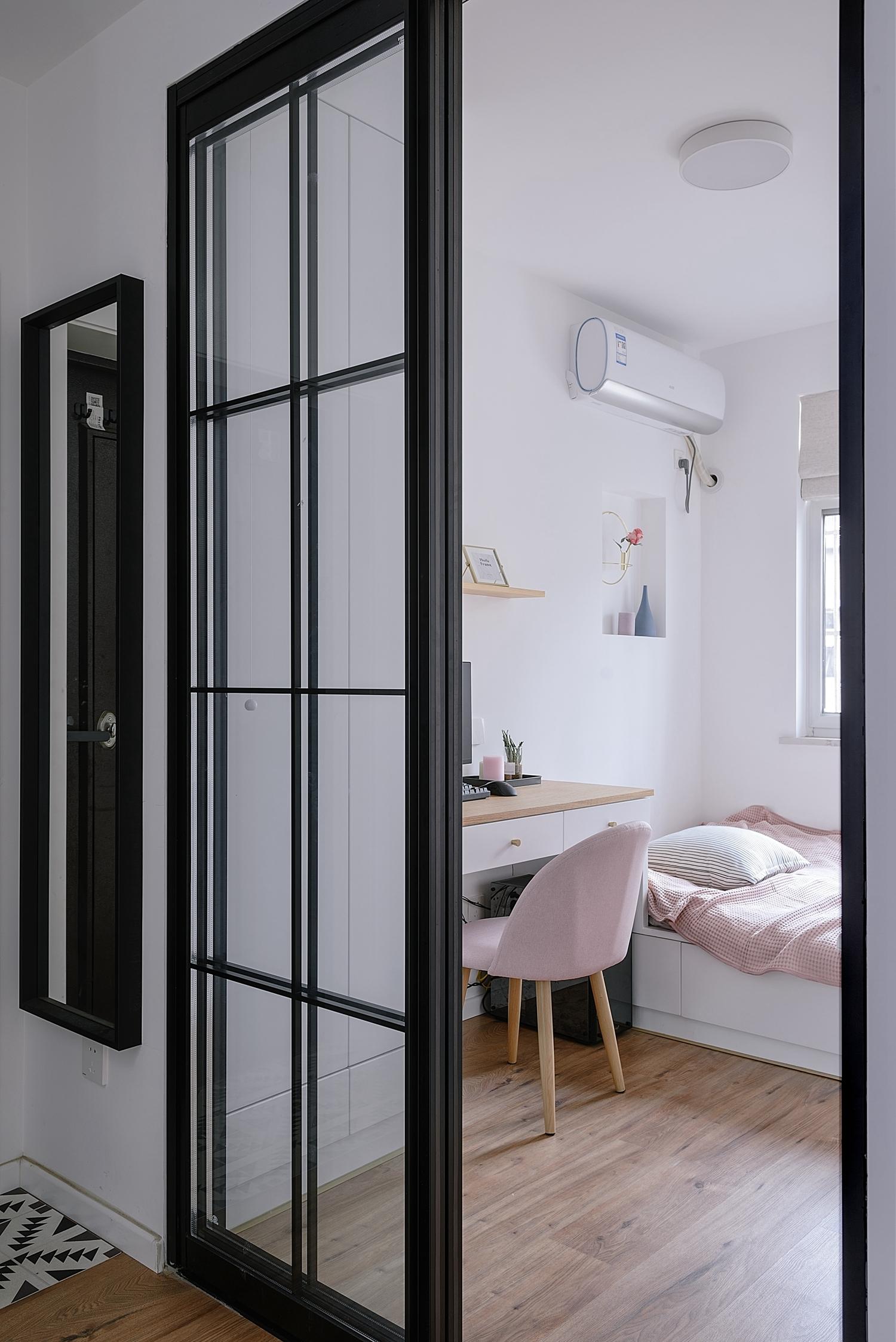 北欧风格二居装修榻榻米房移门设计