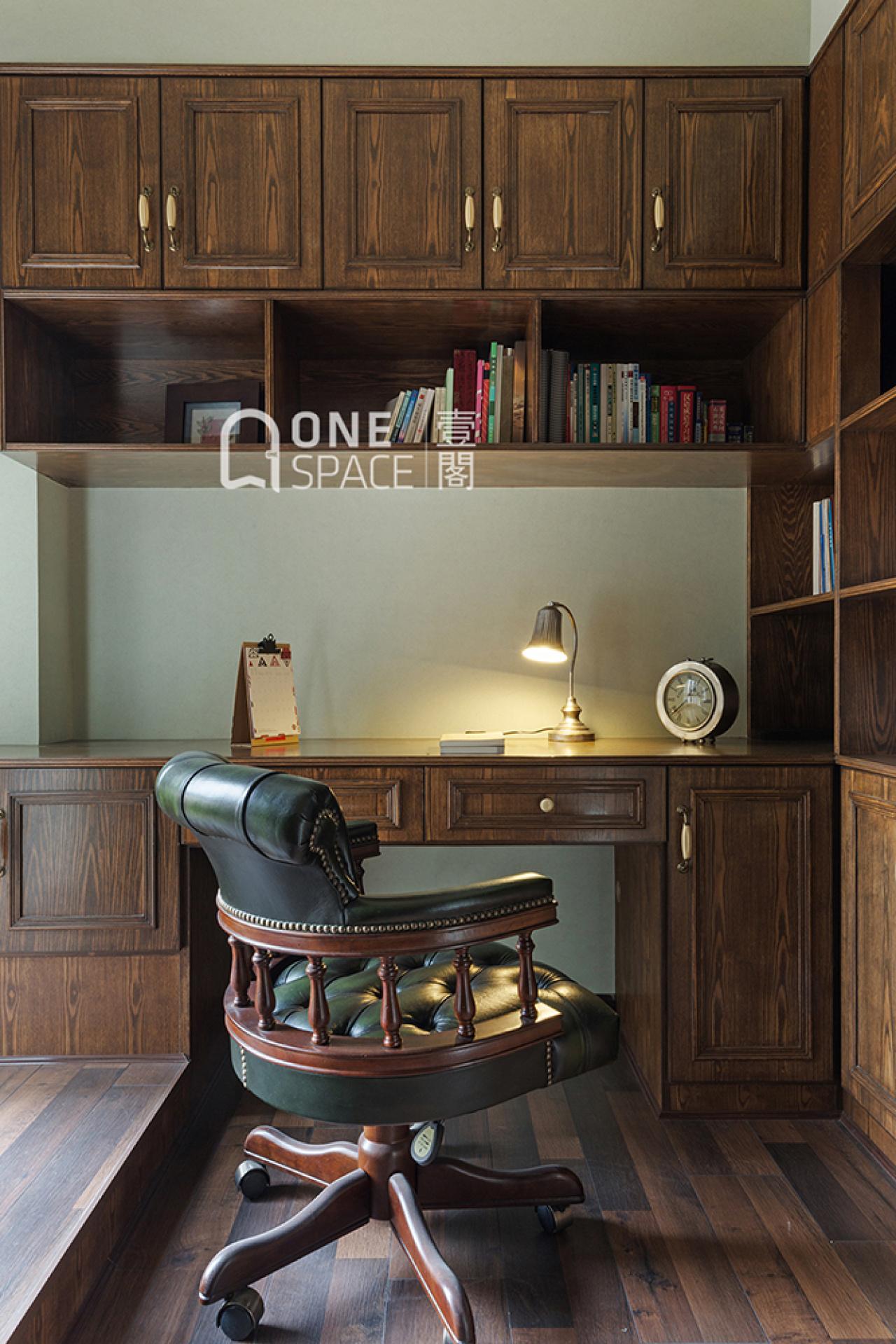 美式风三居书房装修效果图