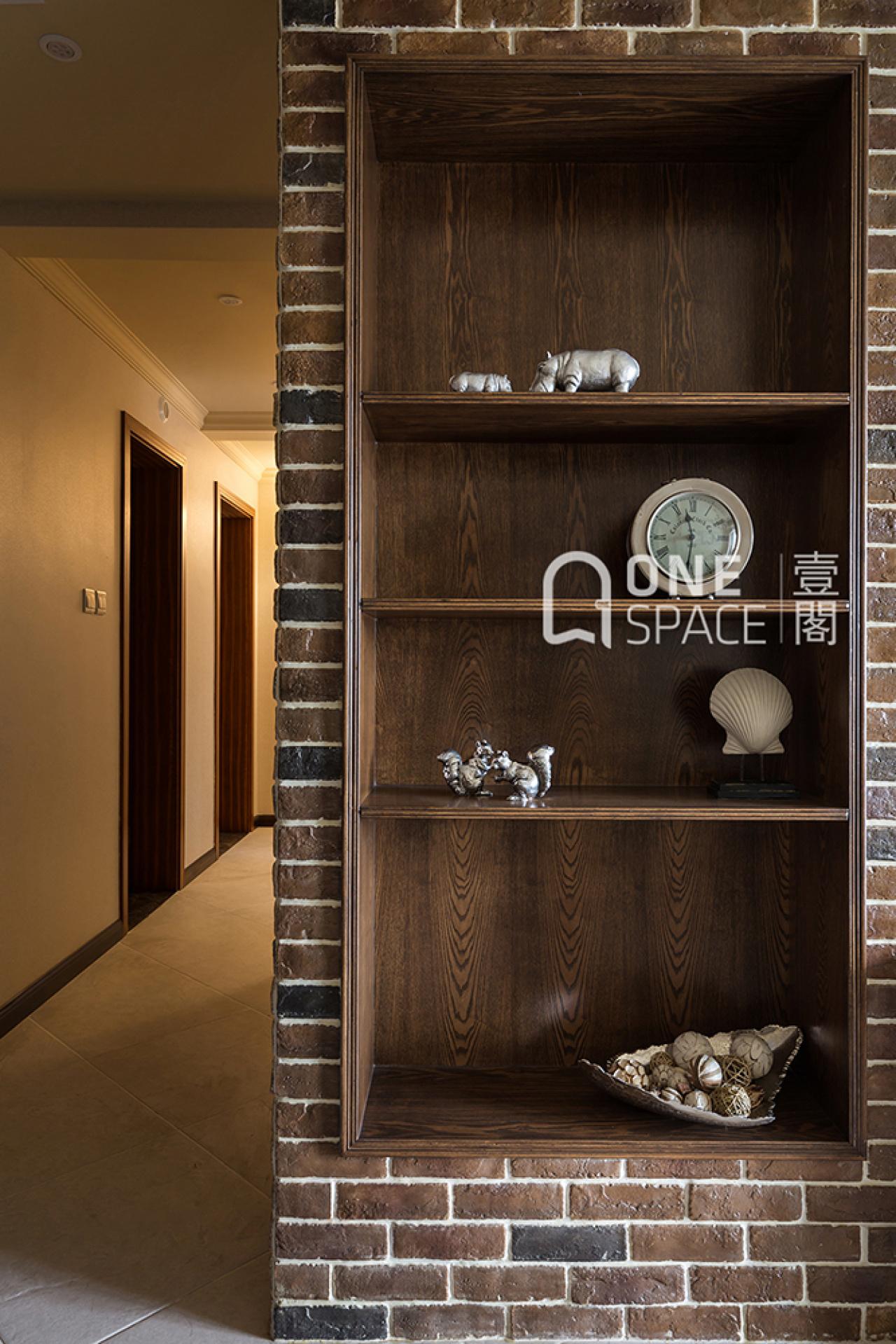 美式风三居装修展示柜设计