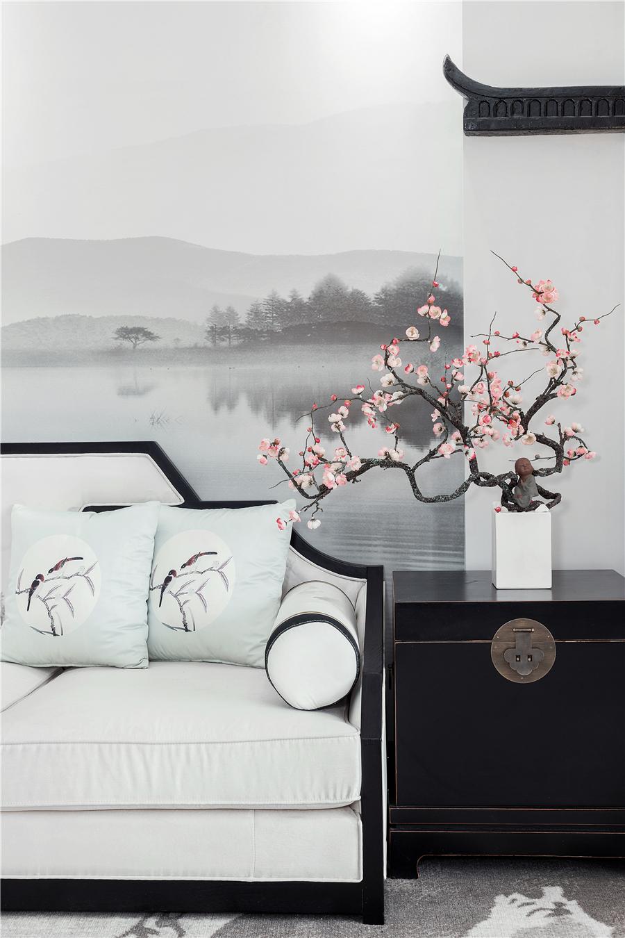 中式风三居装修沙发边柜设计