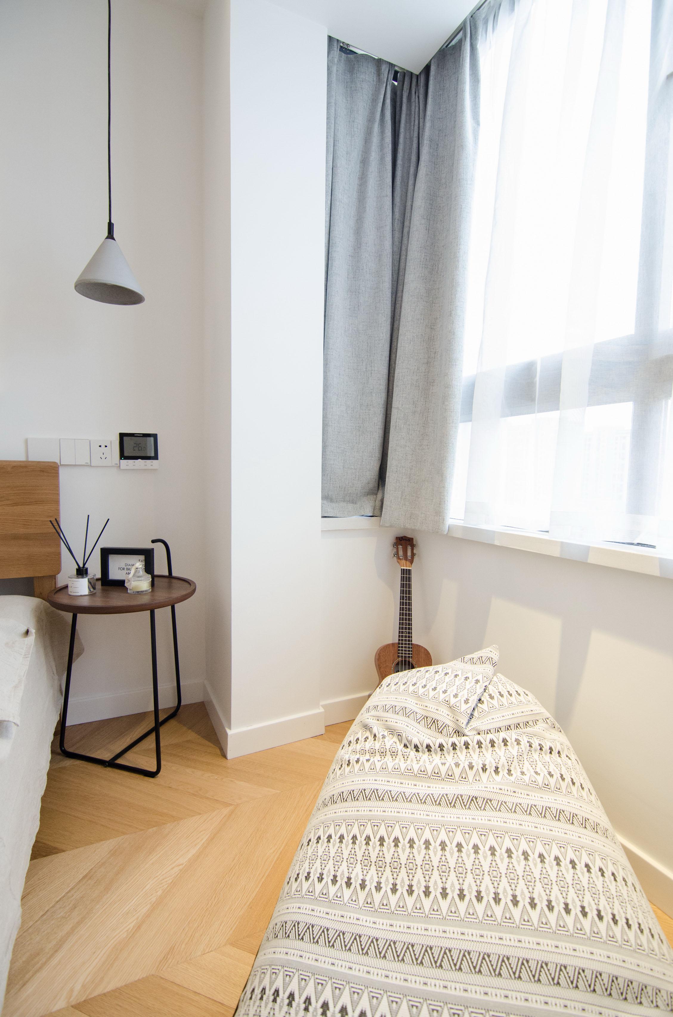 65平北欧风一居室装修卧室飘窗一角