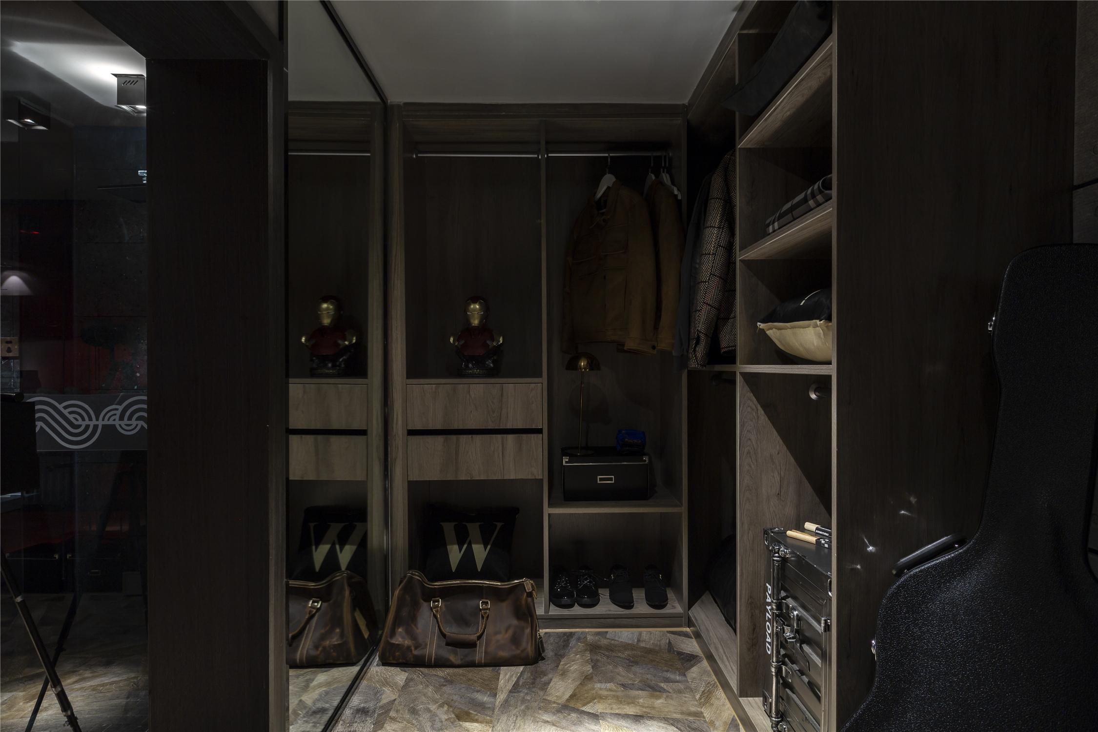 LOFT一居室衣帽间装修效果图