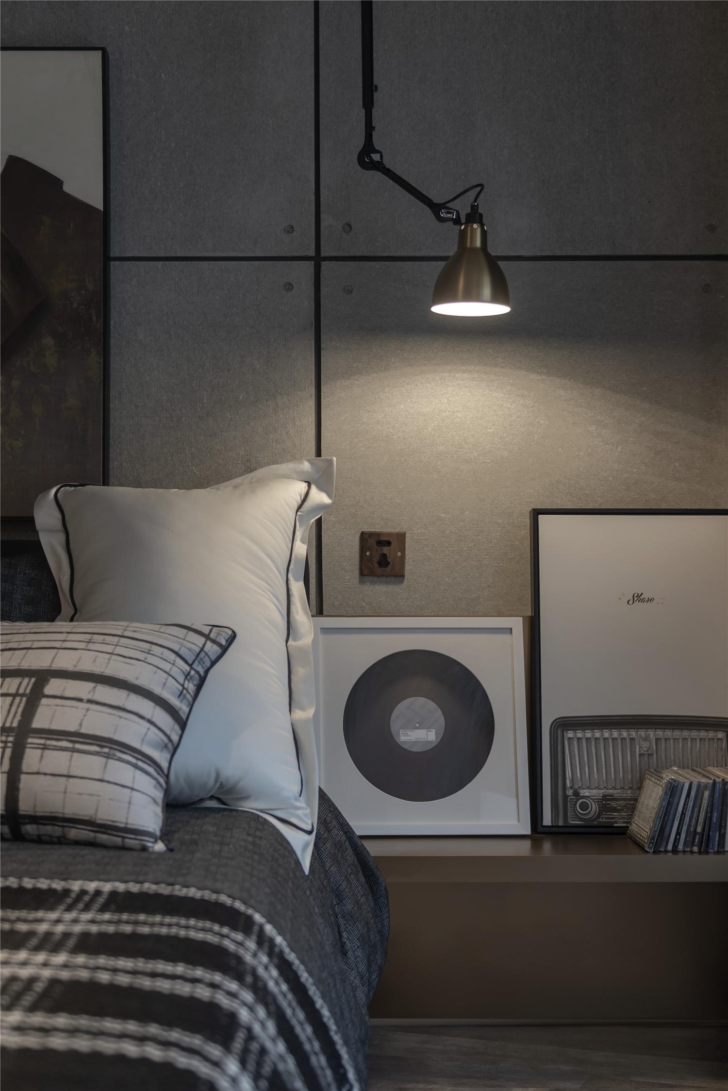 LOFT一居室装修床头一角