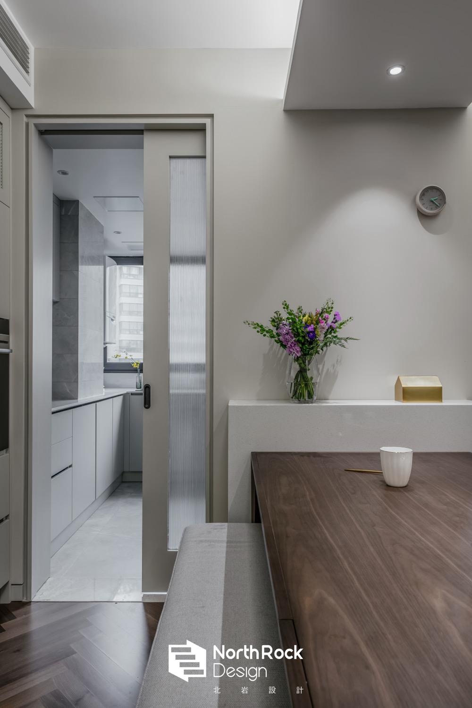 140平混搭风装修厨房移门设计