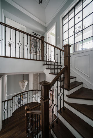 美式别墅楼梯装修效果图