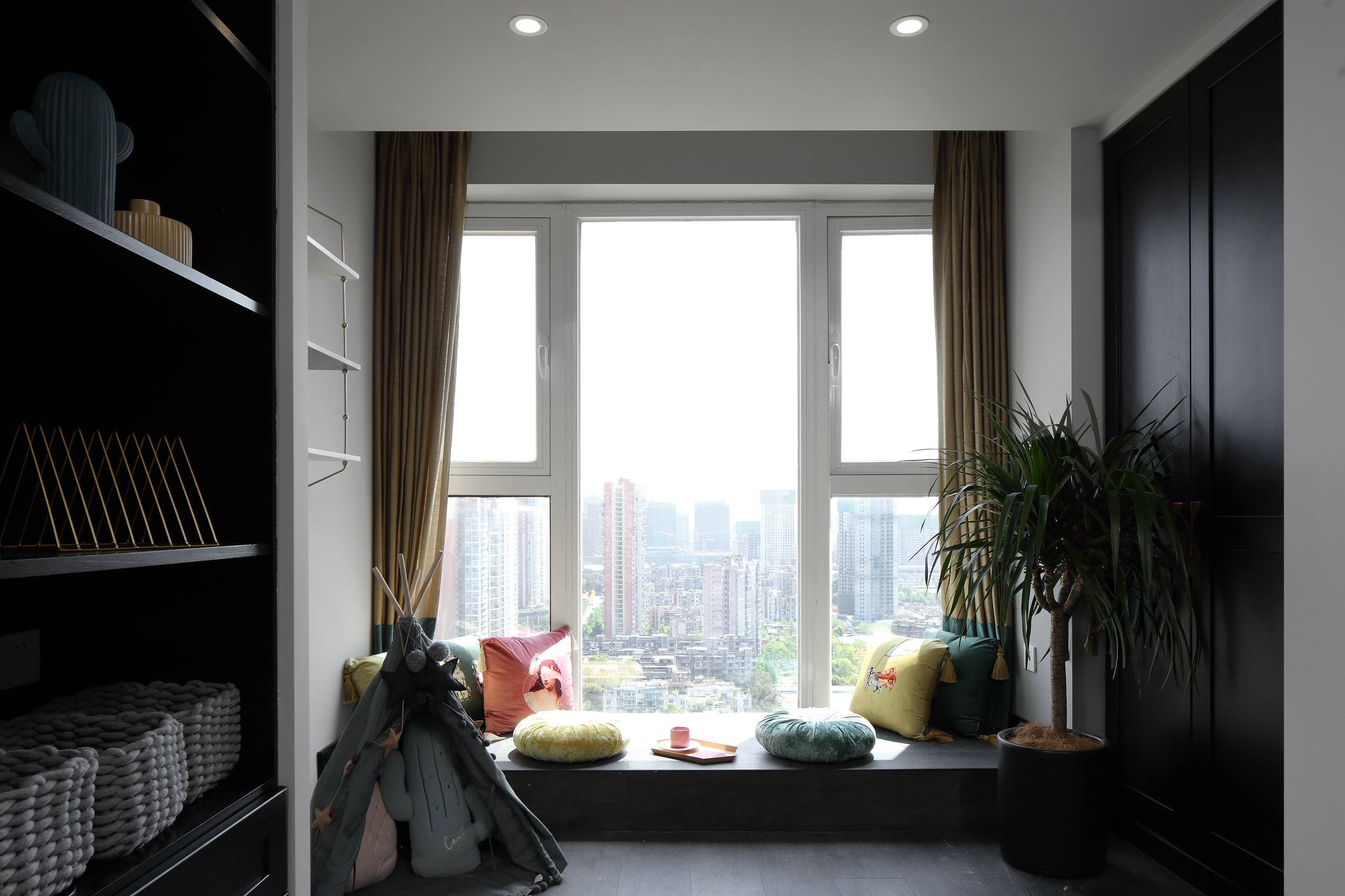 75平米三居室飘窗装修效果图