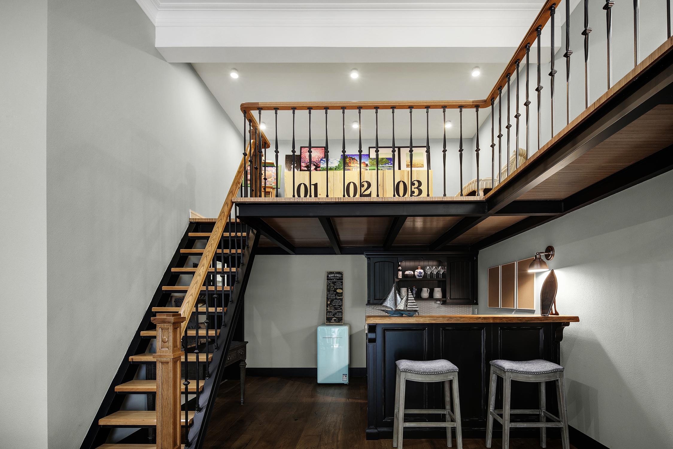 简美风格别墅楼梯装修效果图
