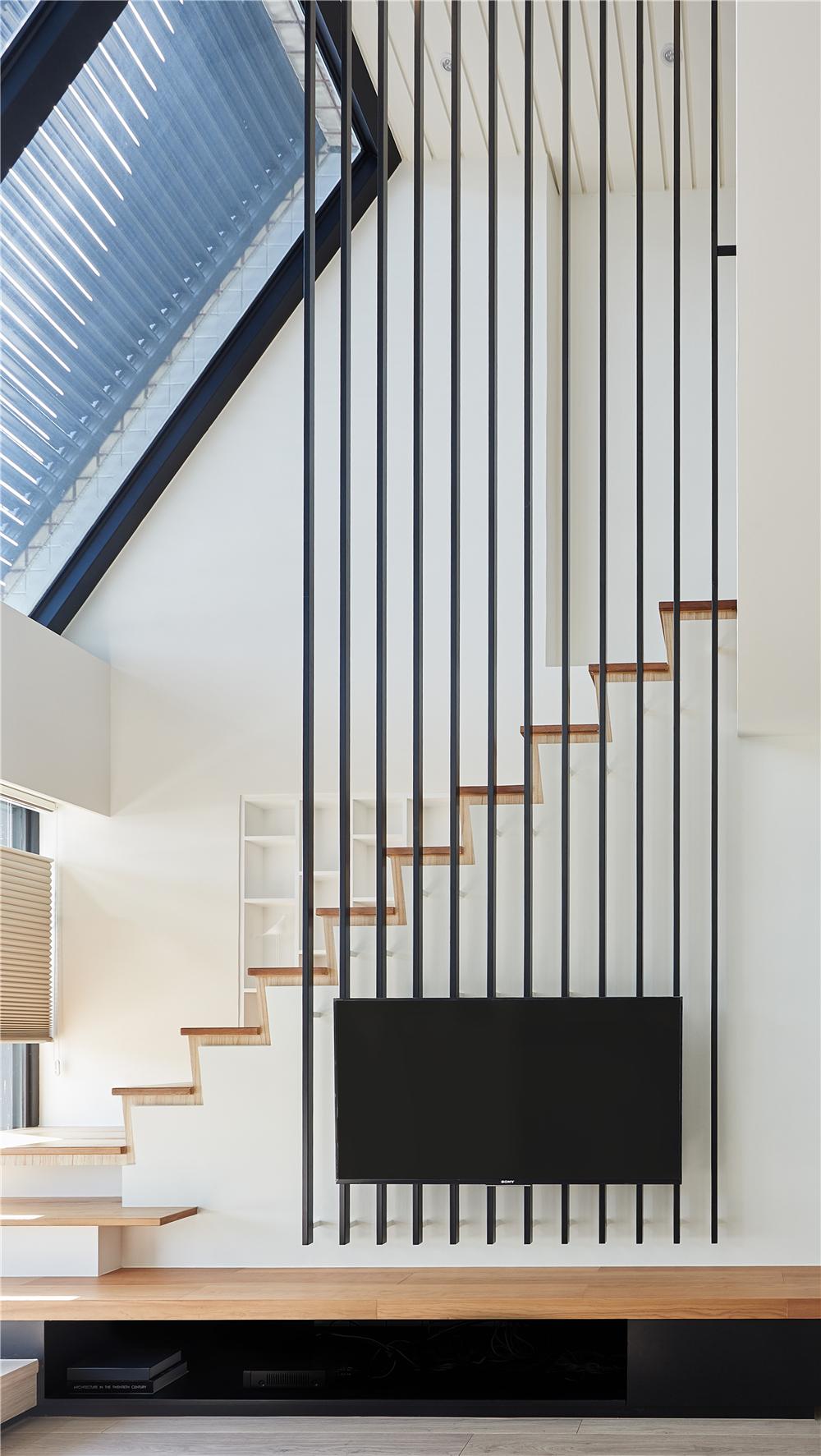 复式现代风装修电视墙设计