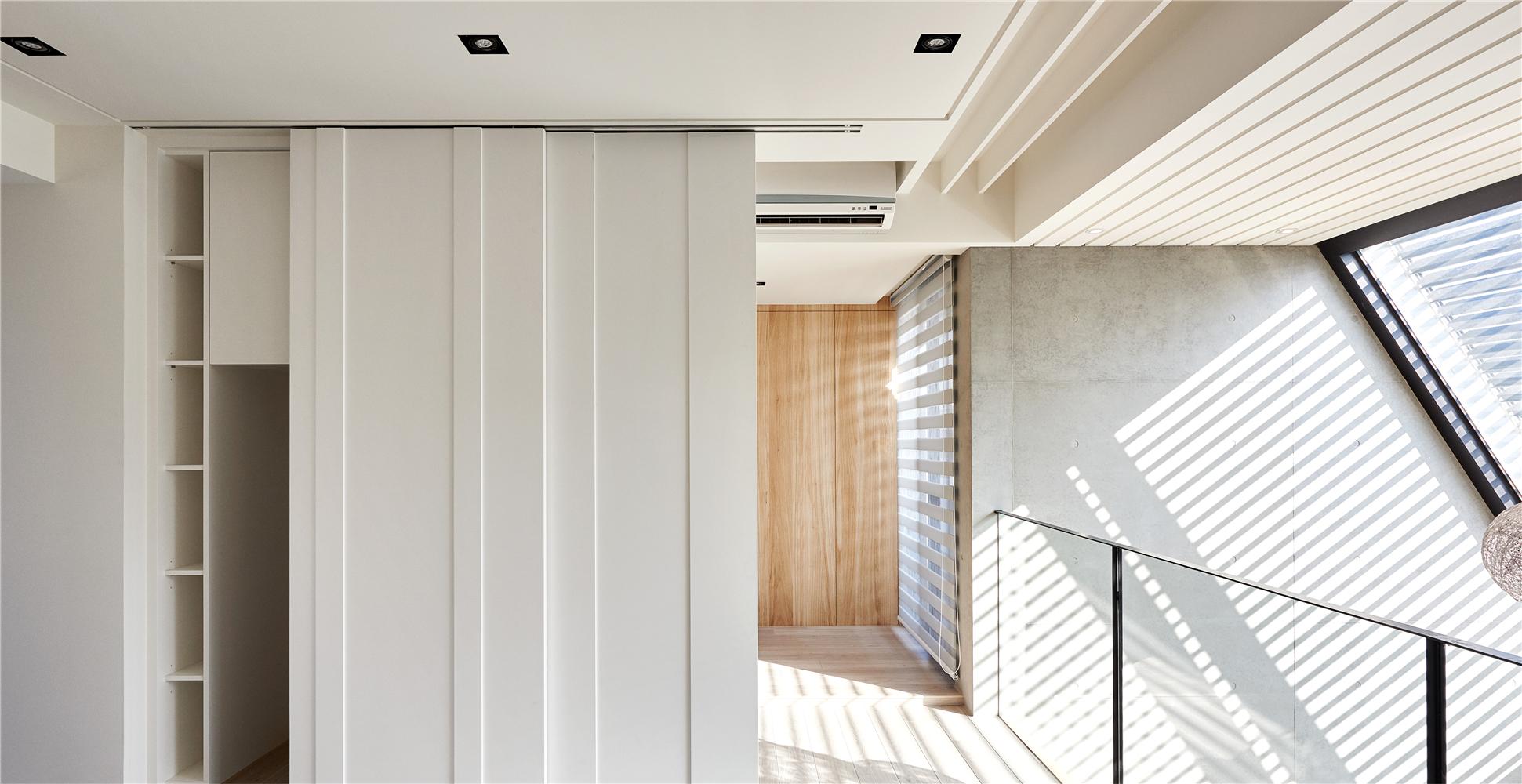 复式现代风装修储物柜设计