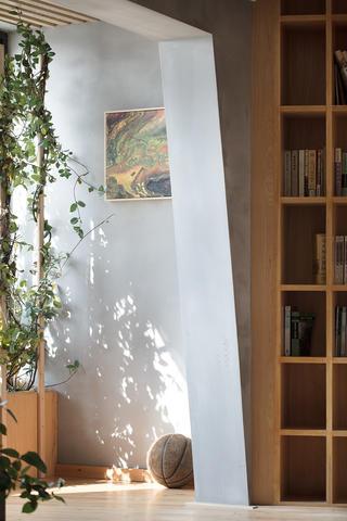 77平米三居室装修阳台一角